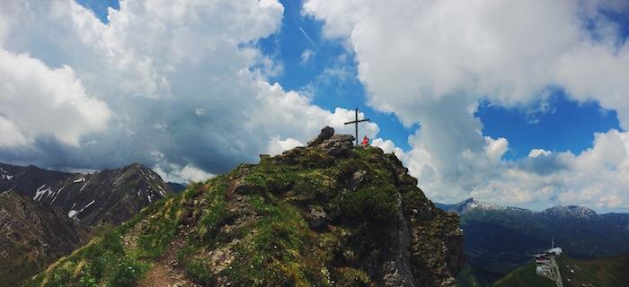 Ein Gipfelkreuz im Kleinwalsertal