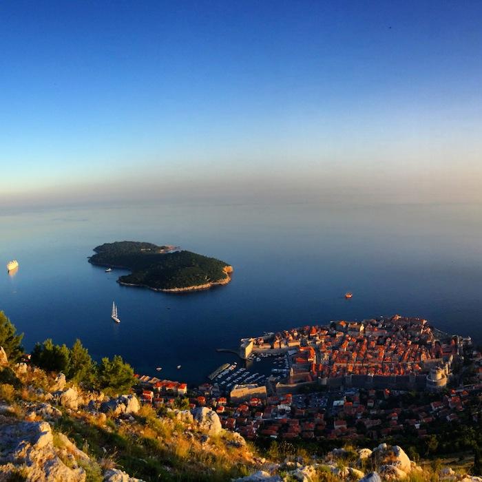 Dubrovnik in Kroatien von oben, eines der Balkanländer im Balkan