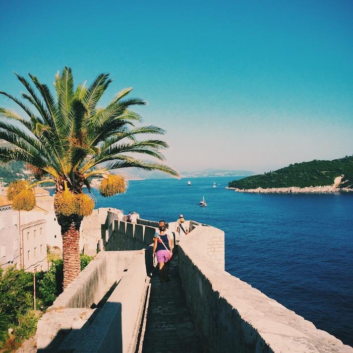 Aus der Stadtmauer in Dubrovnik in Kroatien, einem der Balkanländer im Balkan