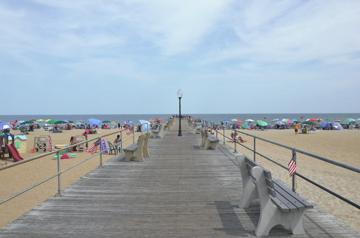 Ein Steg am Meer in Ocean Grove am Jersey Shore