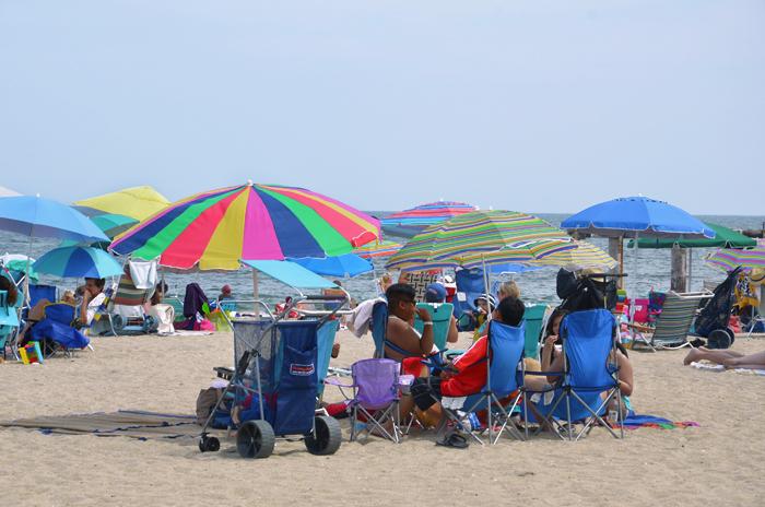 Bunte Sonnenschirme in Ocean Grove am Jersey Shore