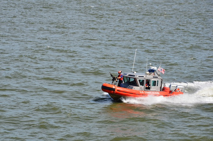 Die Staten Island Ferry hat ein Begleitboot