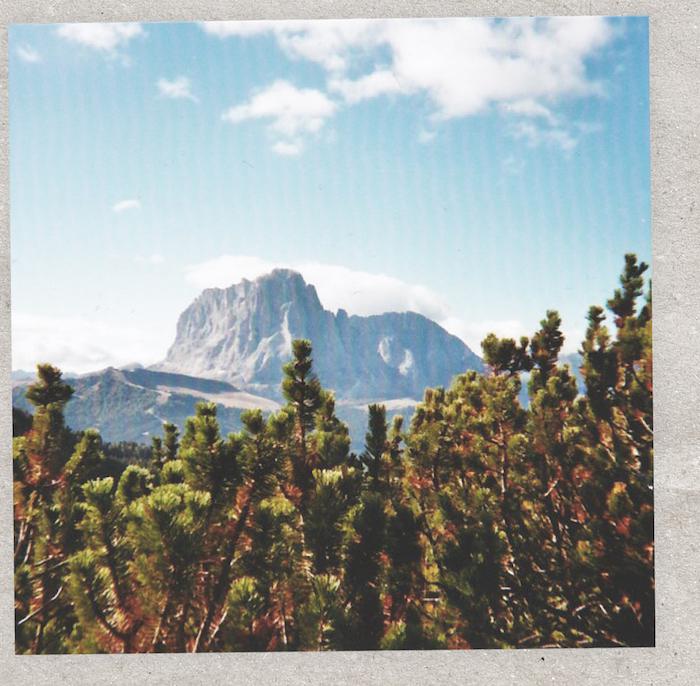 Digital Detox in Südtirol mit dem Langkofel im Hintergrund