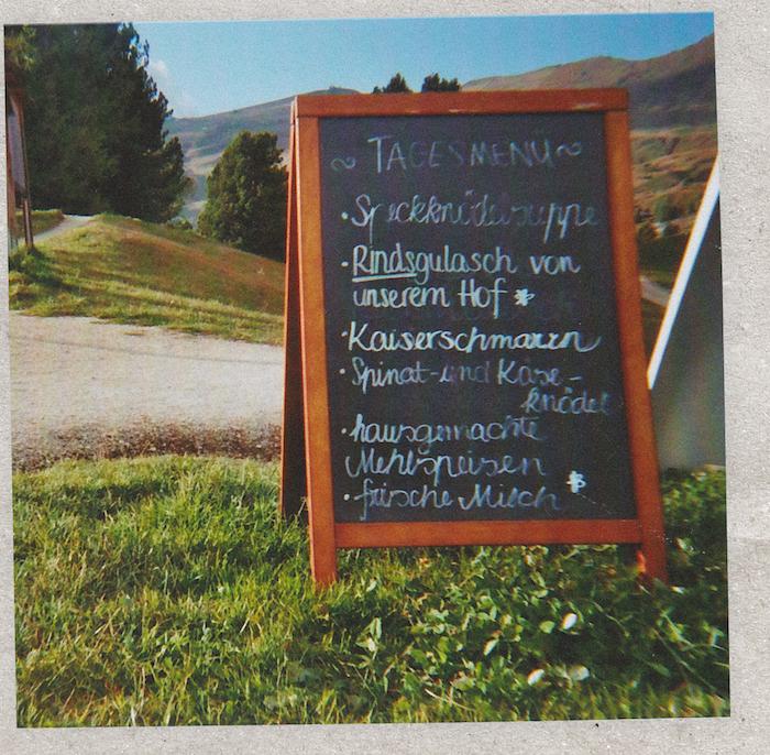 Digital Detox in Südtirol: Die Speisekarte einer Almwirtschaft