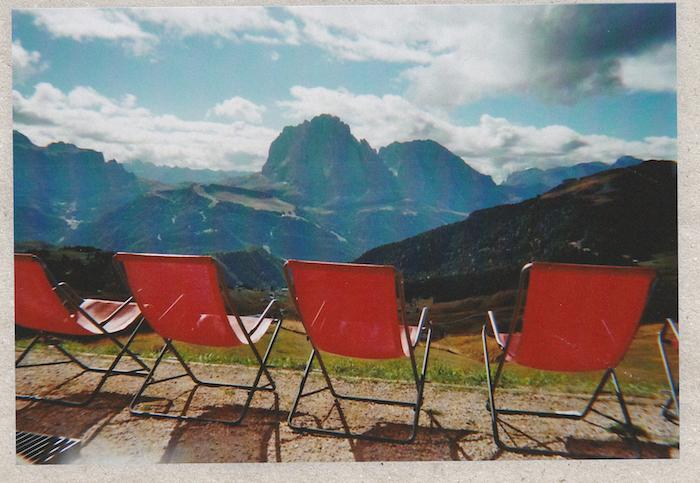 Digital Detox in Südtirol: Sonnenliegen bei der Troier Hütte
