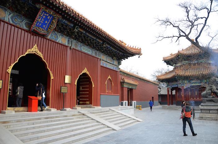 Von Mönch zu Mönch: im Lama Tempel in Peking