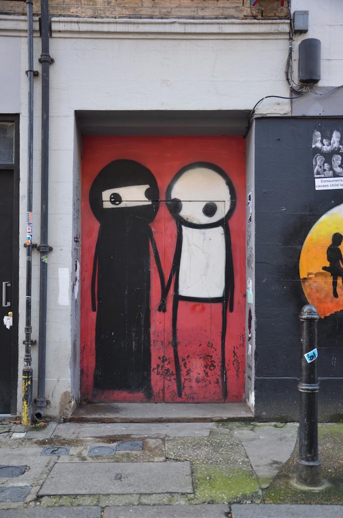 Streetart in London findet man auch auf Türen