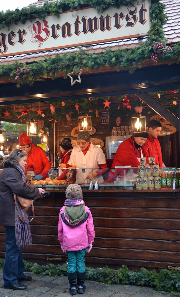 Nürnberger Bratwürste auf dem Christkindlesmarkt in Nurnberg