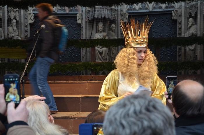 Das Christkind auf dem Christkindlesmarkt in Nurnberg