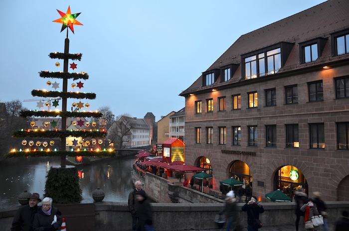 Die Feuerzangenbowle nahe des Christkindlesmarkt in Nurnberg