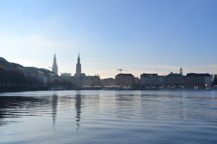 Die Skyline von Hamburg: die Binnenalster ist auch einer der Hamburg Tipps