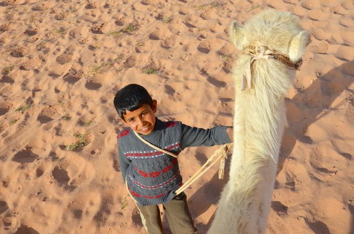 Ein Beduinen Junge in Wadi Rum, Jordanien