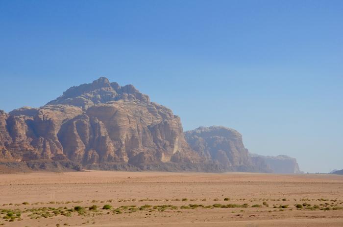 Die Weite des Wadi Rum Jordanien