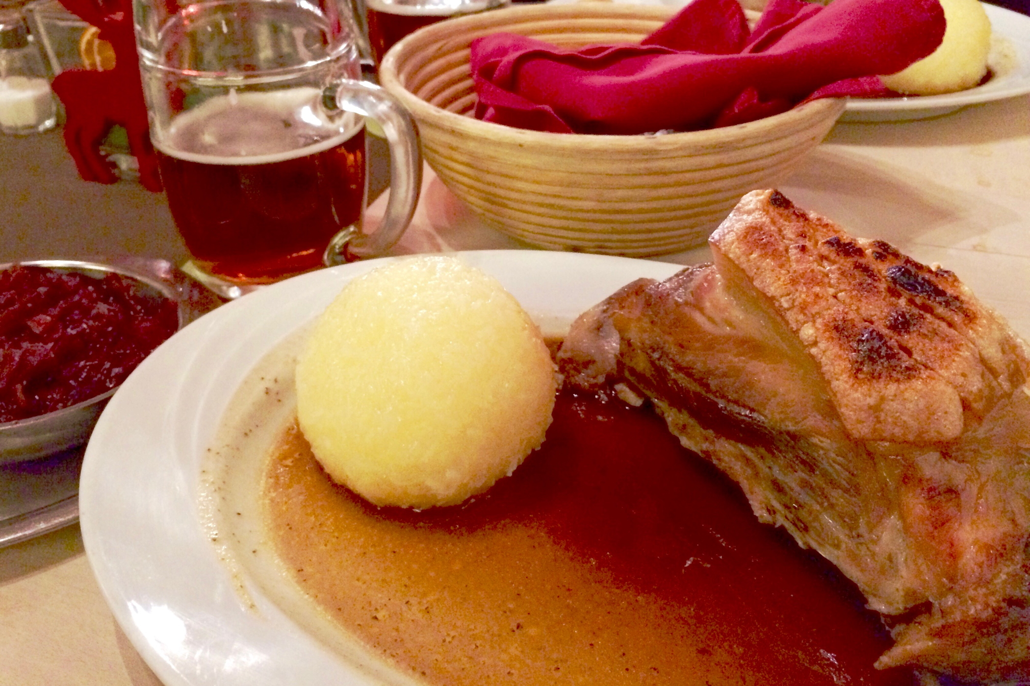 Schäufele in einem der besten Restaurants in Nürnberg wie dem Steichele