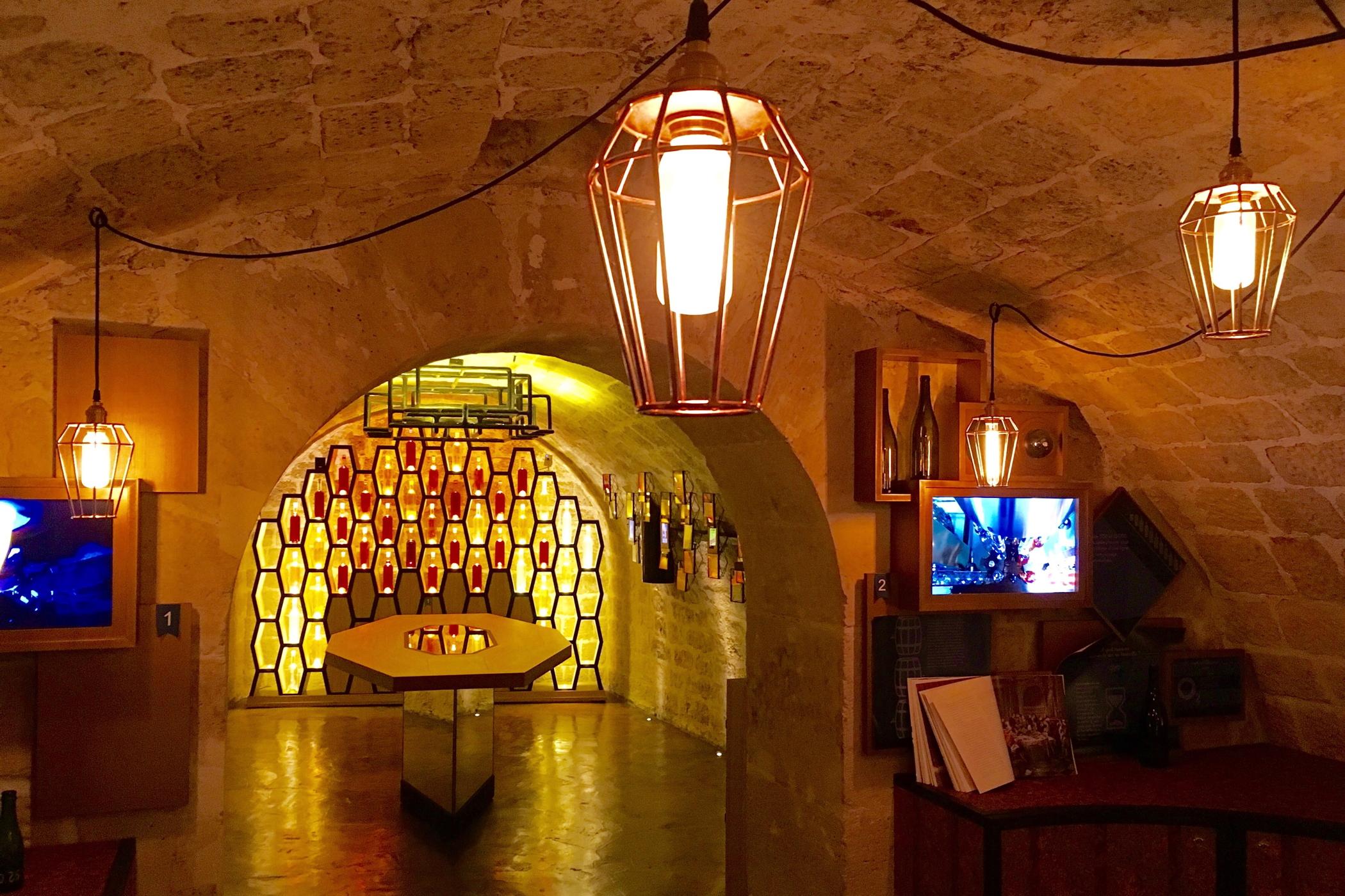 Ein Tag in Paris beim Wine Tasting im Caves du Louvre