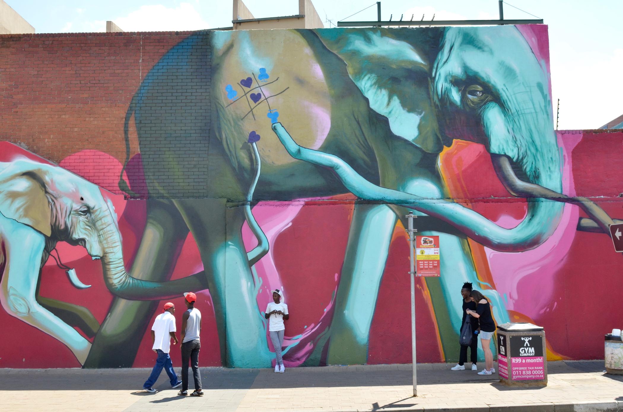 Auf einem Südafrika Roadtrip verbringt man auch Zeit in Johannesburg mit seinen Graffitis