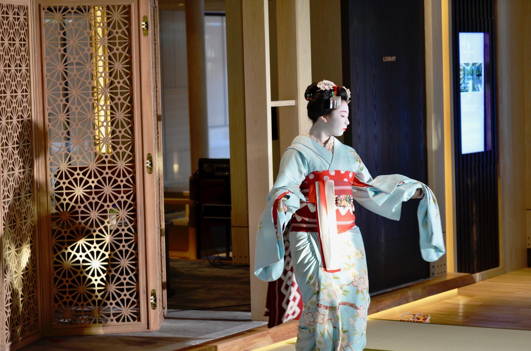 Eine Geisha im Four Seasons Kyoto
