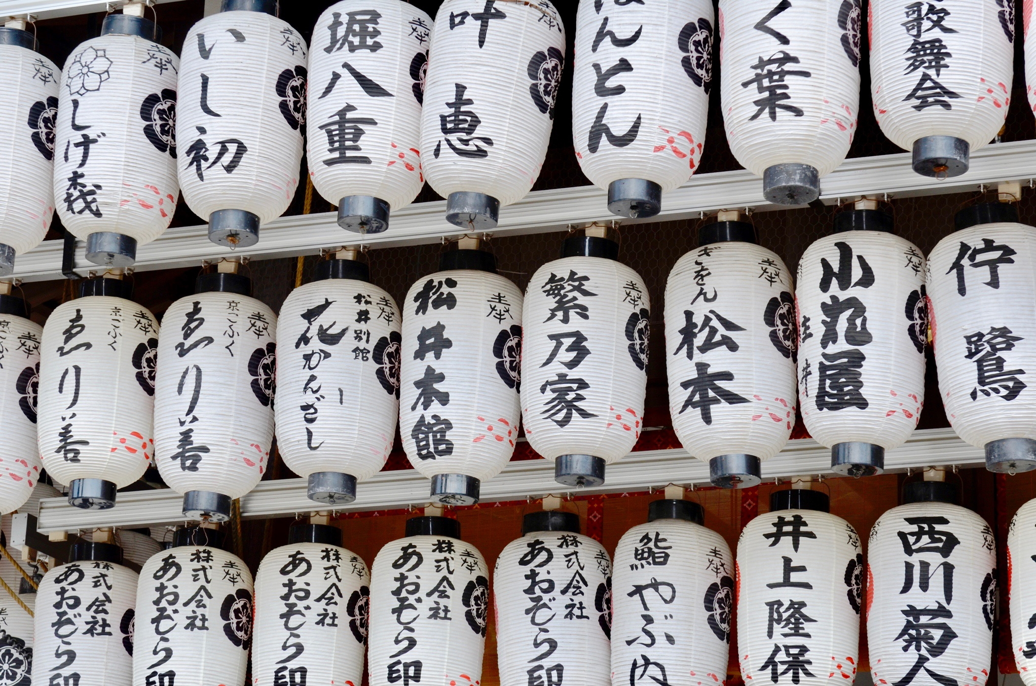 In einem Schrein nahe des Four Seasons Kyoto in Japan