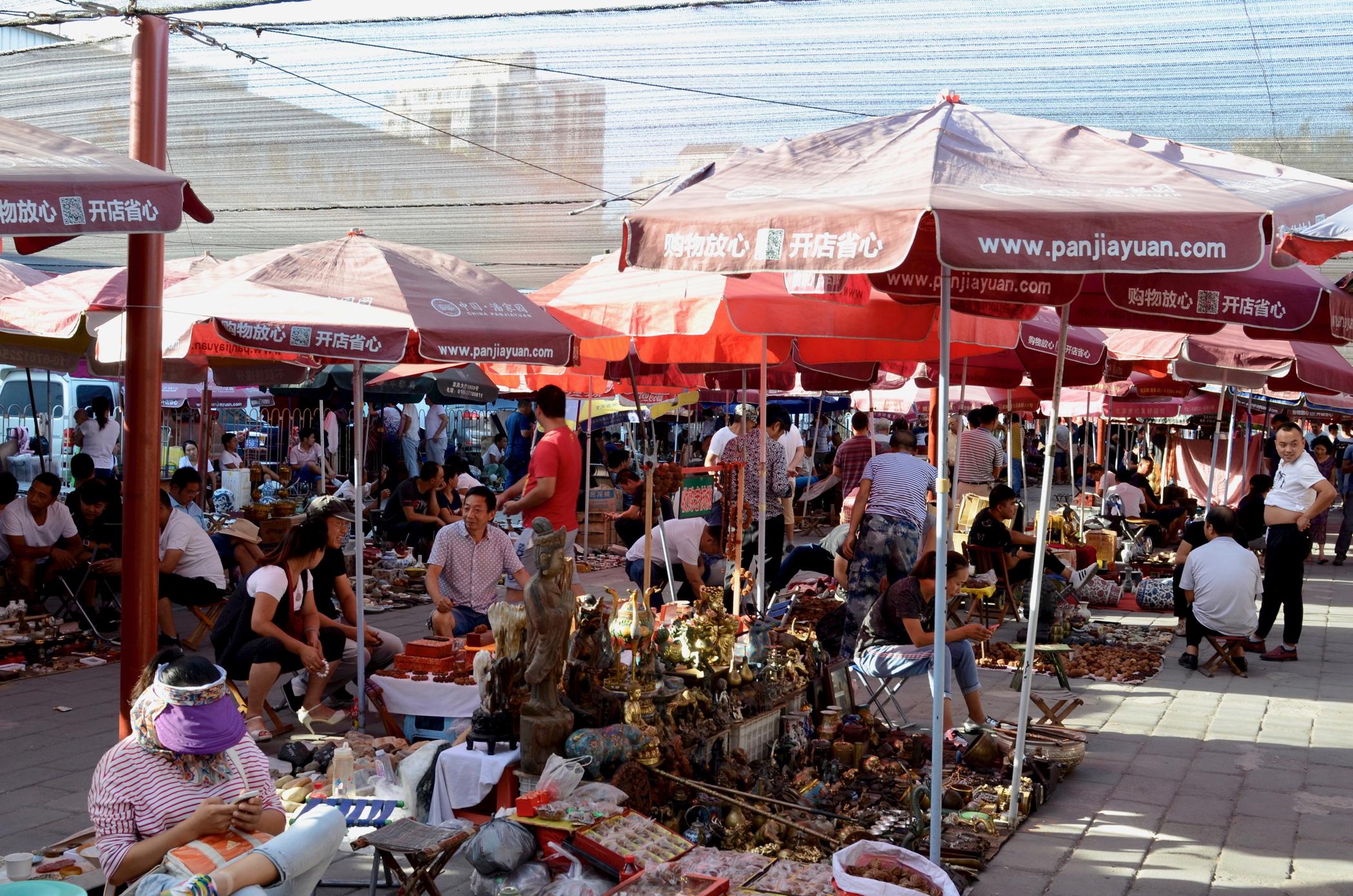 Modern-Beijing-Sehenswuerdigkeiten-Panjiayuan-Flohmarkt