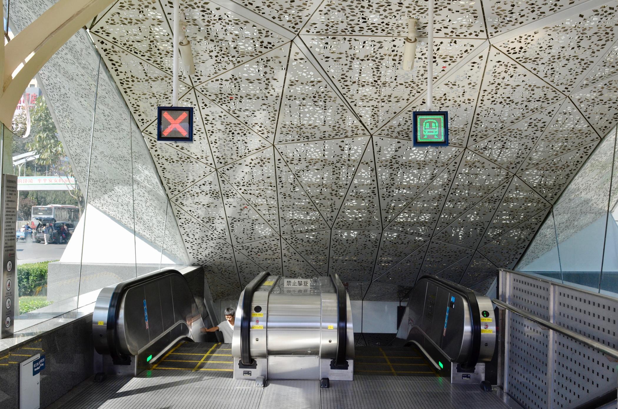Modern-Beijing-Sehenswuerdigkeiten-Subway-Ubahn